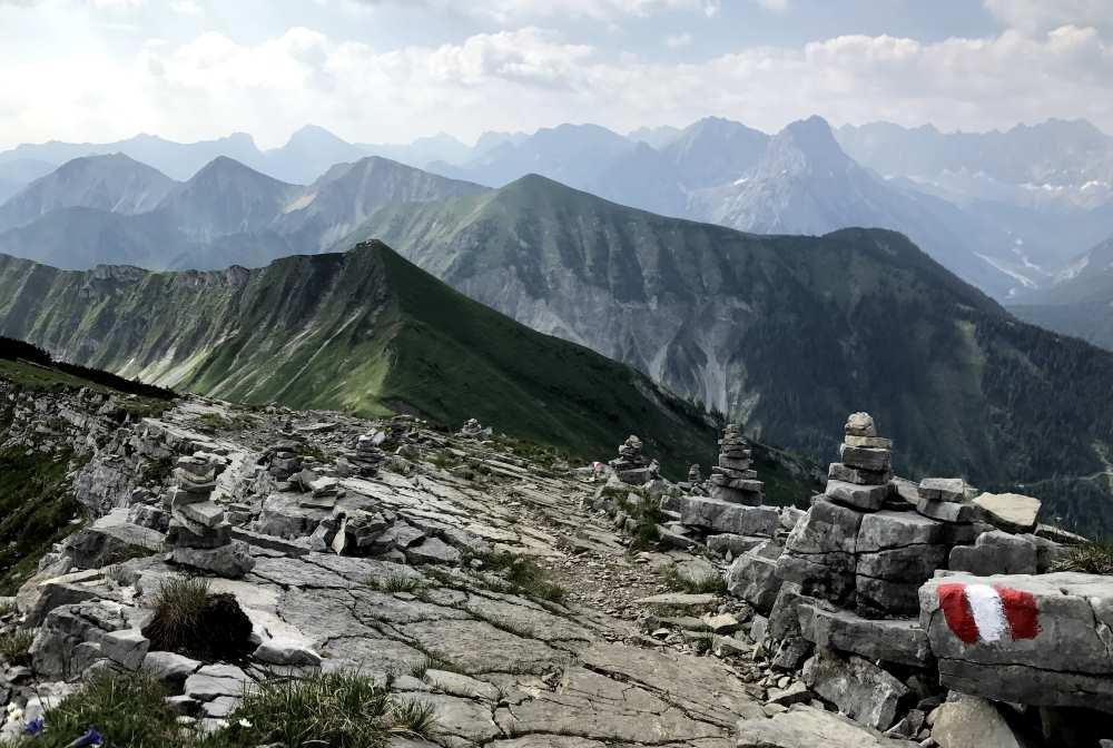 Karwendel Berge soweit das Auge reicht - für die Kalkfelsen ist die Region bekannt