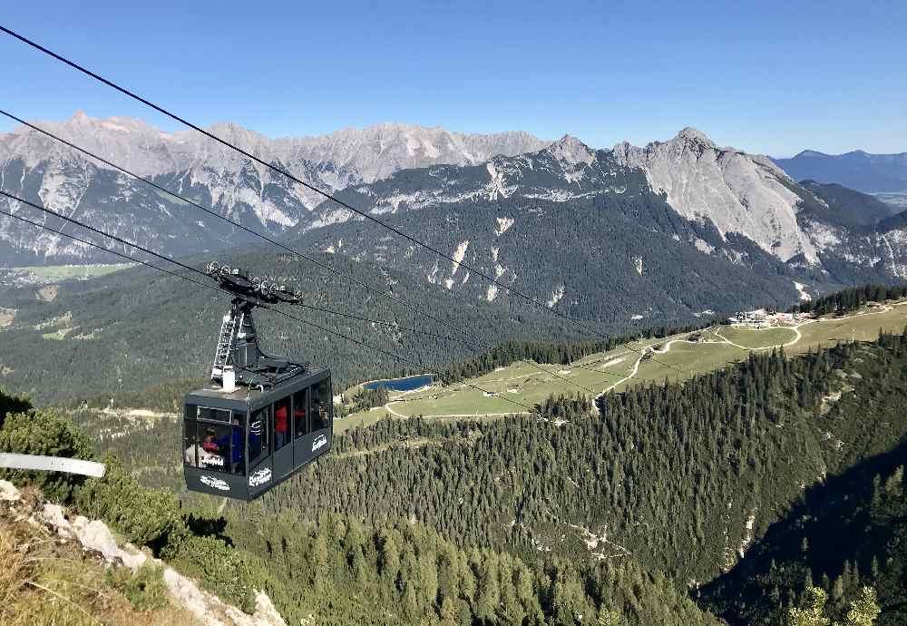 Die neue Gondel der Rosshütte Bergbahn bringt dich hinauf