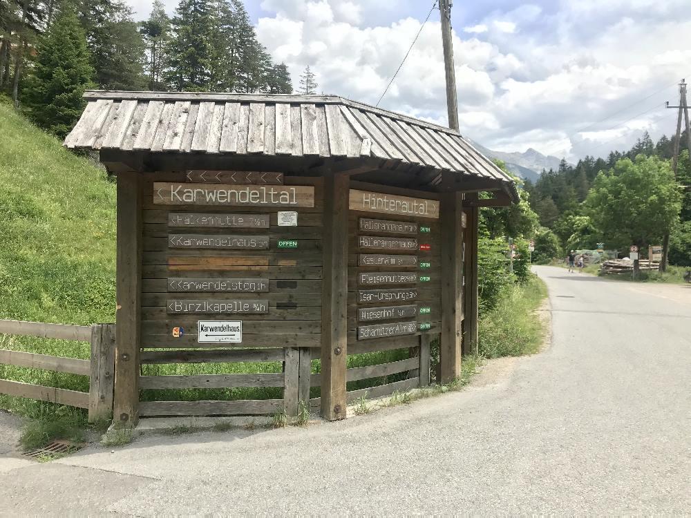 Hier rechts halten: Ins Hinterautal auf dem Isarursprung Radweg