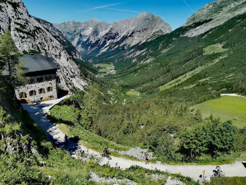 Das Karwendelhaus - bekannte Hütte im Karwendel